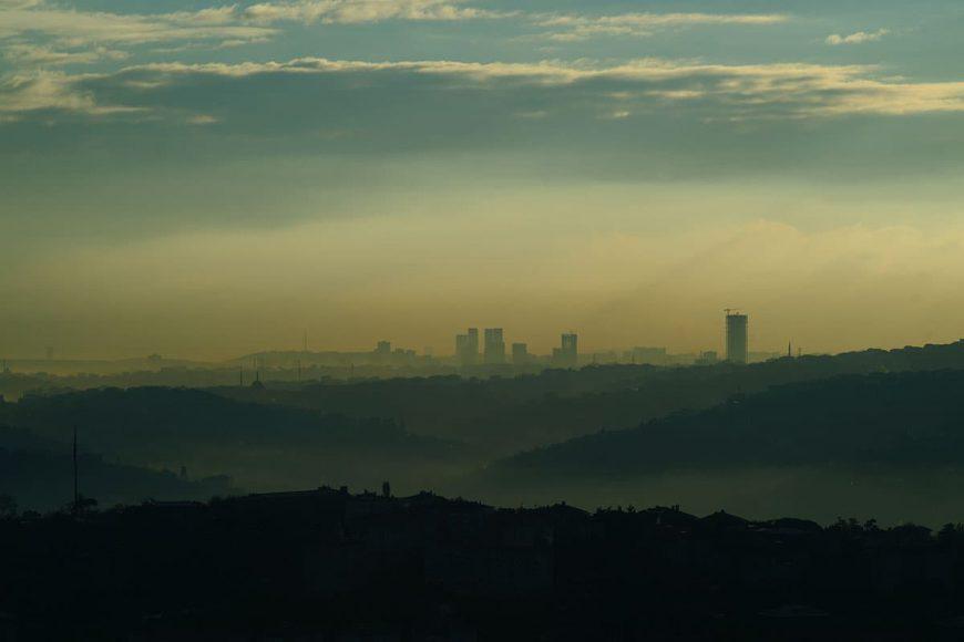 Oko w oko ze smogiem. Jak zanieczyszczenie powietrza wpływa na wzrok