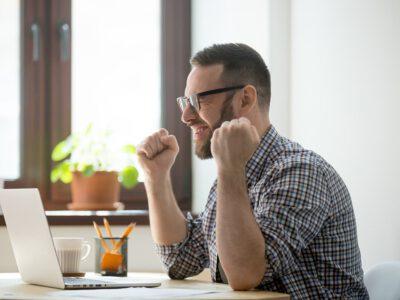 Jak dbać o oczy w czasie home office? Poznaj zdanie okulisty Tychy